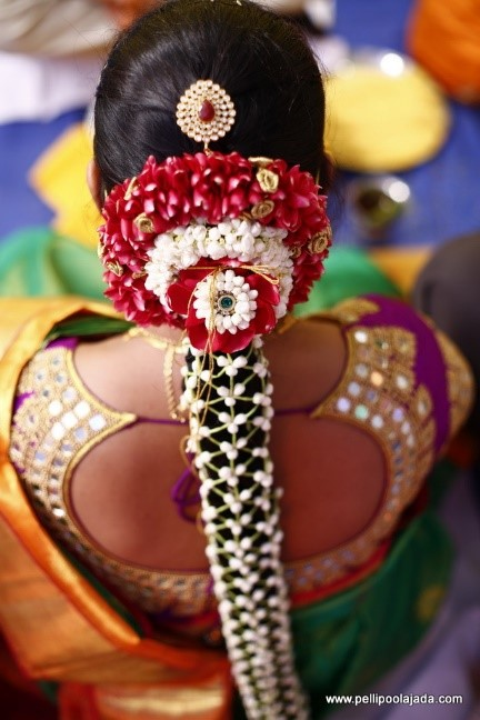 5 Best Poo Jadai Designs For South Indian Brides