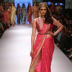 learn saree draping in a workshop