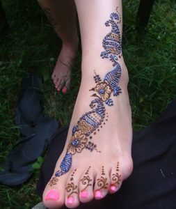 Glittered Mehendi Design for Legs