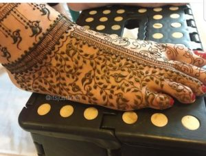 Parrot Mehendi Design for Legs