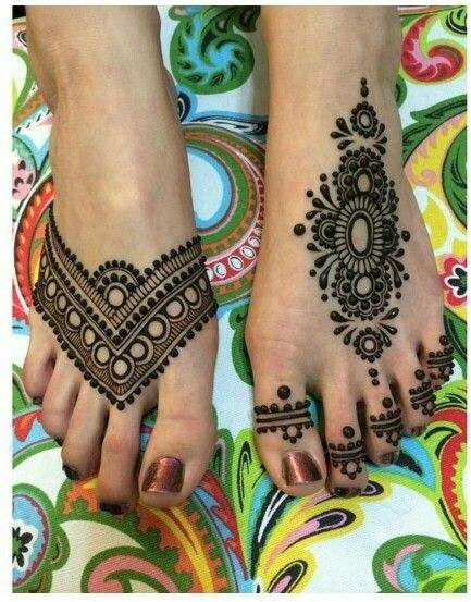 Asymmetric Mehendi Design for Legs