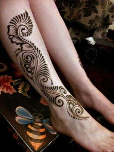 Side Mehendi Designs for Legs