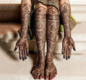 Matching Mehendi designs for Hands and legs