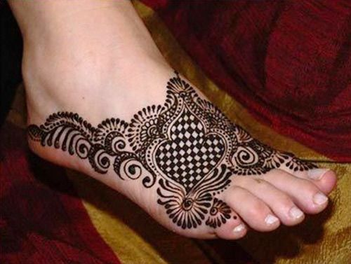 chess-game Mehendi Designs for Legs