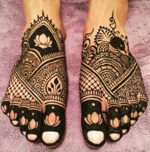 Asymmetric Mehendi Design for Legs