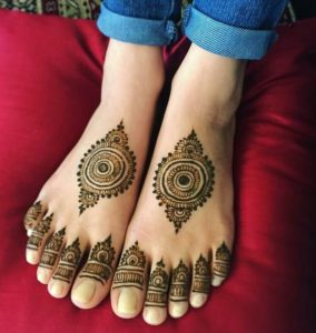 Mandala Mehendi design for legs