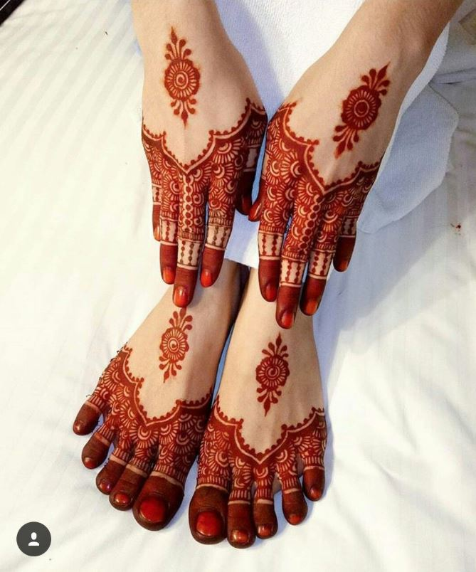 Matching Mehendi designs for Hands and feet