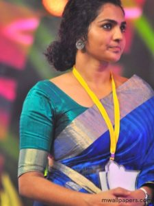 Parvathy menon in saree