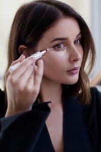 Eye concealer for liner