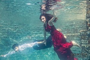 Underwater pre-wedding shoot