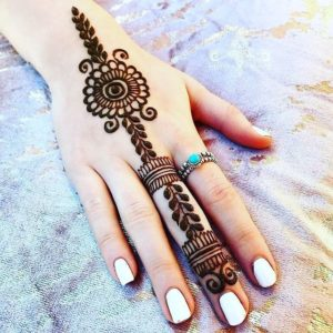 simple mehndi design in hand