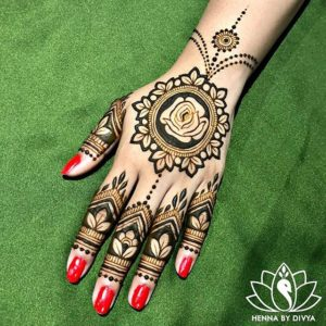 simple mehendi design for hand
