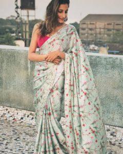 Saree draping tips to look slim